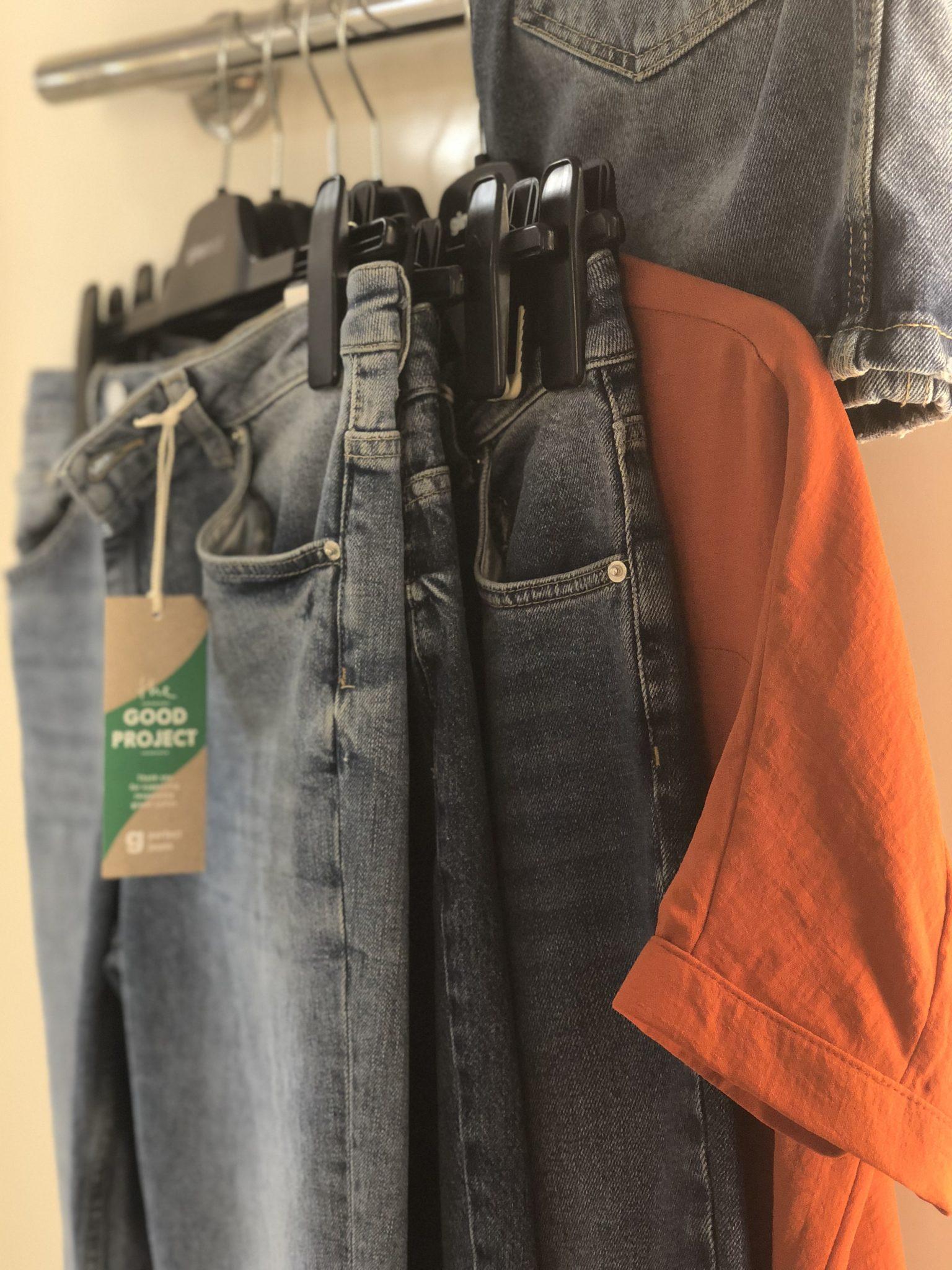 4aeb808c Jag hittade det jag sökte och även massor av andra snygga jeans på vägen.  Kolla in dessa nedan och skriv gärna i kommentarerna nedanför vilken som är  din ...